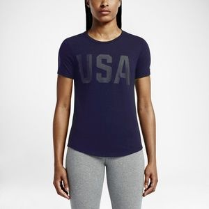 NIKE Team USA Stealth Gym Curved Hem Tee T-Shirt
